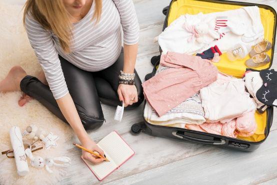 Co s sebou do porodnice? Seznam věcí pro vás i miminko