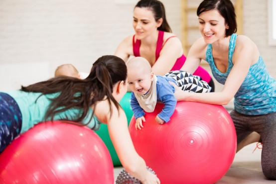Cvičení s dětmi 6–12 měsíců