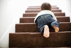Pád dítěte ze schodů - zachovejte klid a jednejte rychle
