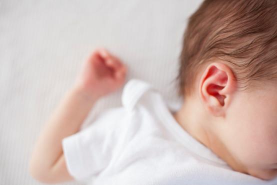 Co dělat, když dítě bolí ucho?