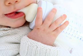 Dětská lahvička: vybavte se pro přípravu kojeneckého mléka