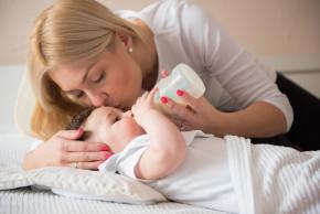 Jak často krmit dítě z kojenecké lahve?