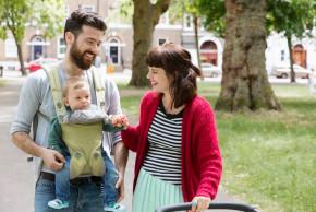 Procházky s novorozencem: jak ho oblékat v zimě a v létě