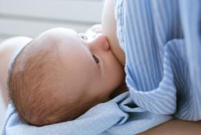 Stop popraskaným bradavkám a zánětům prsu: chraňte svá prsa při kojení