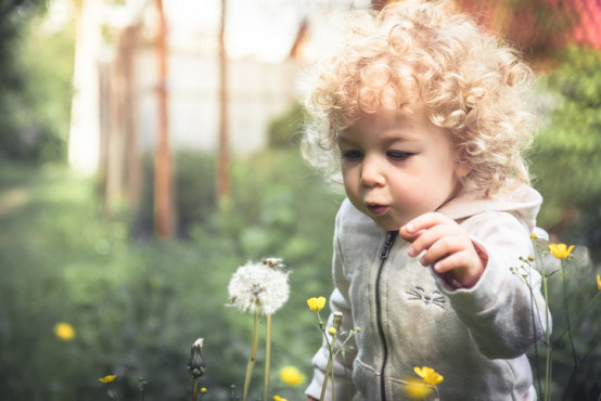 Nebezpečí otrav hrozí dětem doma, ale i na zahradě!