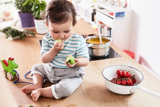 Výživa batolat je odlišná od jídelníčku dospělých
